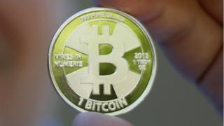 """لأول مرة وزارة الخزانة الأمريكية تحذر من العملة الرقمية البتكوين """"Bitcoin"""""""