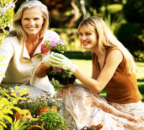 كيف تجعلي حماتك تحبك و ترضى عليكي ، نصائح لتقوية العلاقة بين الحماة و زوجة الابن