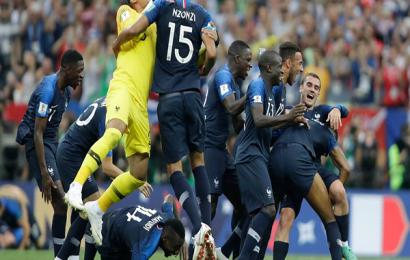 احتفال المنتخب الفرنسي بعد فوزه بكأس العالم