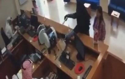 منقبة تسطو على بنك في الكويت بمسدس أطفال و تسرق 16 ألف دولار !