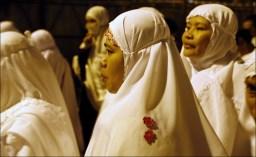 Muslim pilgrims head to Arafat from Mina near Mecca, Saudi Arabia, Saturday, Dec. 6. AP / Hassan Ammar
