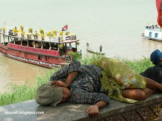 I suppose this sleeping fellow must be the boat's pilot.