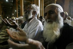 Kashmiri Muslims pray inside the Jamia Masjid, or Grand Mosque, on the first Friday of Ramadan in Srinagar, India, Friday, Sept. 5, 2008. (AP Photo/Dar Yasin) #