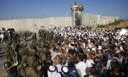 Israeli border police hold back Palestinians on their way to pray for the holy fasting month of Ramadan at the Al Aqsa Mosque in Jerusalem's Old City, at Kalandia checkpoint, between the West Bank town of Ramallah and Jerusalem, Friday, Sept. 12, 2008. (AP Photo/Bernat Armangue) #