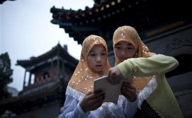 https://i1.wp.com/www.zawaj.com/wp-content/uploads/2014/07/two-muslim-chinese-girls-reading.jpg