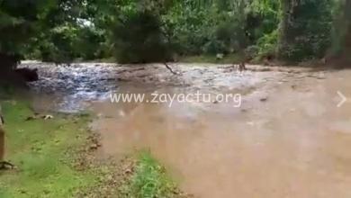 Photo of La rivière au quartier Fourniols à Sainte-Marie est en crue, des habitations menacées si la crue s'intensifie