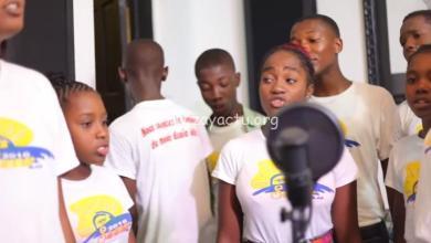 """Photo of """"We Are the World"""" chanté en créole par des enfants d'Haïti dans le but de sauver leur pays"""