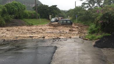 Photo of Quelques dégâts à Saint-Pierre et au Prêcheur. La route est coupée entre les deux communes