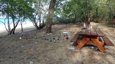Photo of La plage des salines un lundi matin. La Martinique est-elle une poubelle ?