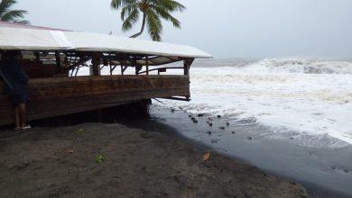 Photo of La houle de l'ouragan Maria a provoqué des dégâts au Beach Grill