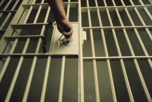 De la prison ferme après avoir volé un sandwich et du jus d'orange
