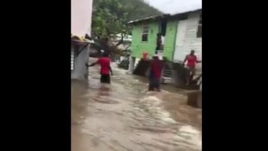 Photo of L'eau est montée dans un quartier en Dominique causant quelques dégâts
