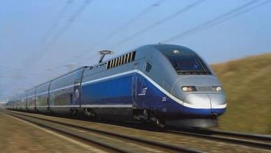 Photo of Un homme tentant de traverser une voie ferrée happé par un TGV sous les yeux de sa famille
