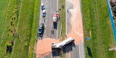 Pologne : un camion transportant 12 tonnes de chocolat se renverse sur une autoroute