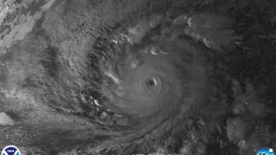 "Photo of L'ouragan ""Lane"" de catégorie 5 menace Hawaï"