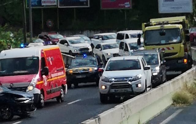 Un accident dans le virage de Madiana à Schoelcher provoque de gros embouteillages