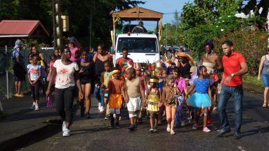 Photo of Les écoliers font eux aussi leur carnaval (VIDÉOS)
