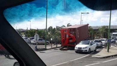 Photo of Un camion perd sa remorque à Dillon non-loin du centre-commercial (VIDÉO)