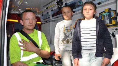 Photo of À 11 et 9 ans, ils sauvent leur père coincé sous une voiture qu'il réparait