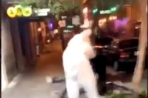 Floride : un homme déguisé en lapin de Pâques vient en aide à une femme lors d'une bagarre (VIDÉO)