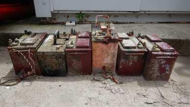 Photo of 6 grosses batteries repêchées au fond de l'eau à l'Anse Mitan aux Trois-Ilets