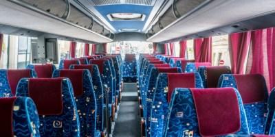 Intérieur d'un bus.