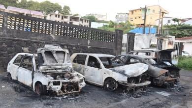 Photo of 4 voitures partent en fumée dans un incendie à Sainte-Marie la nuit dernière (VIDÉO)