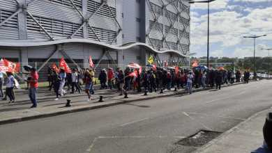 Photo of Les agents de la Poste se mobilisent dans la rue (VIDÉOS)
