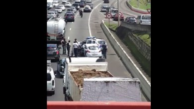 Photo of Intervention de policiers en plein milieu de l'autoroute juste au niveau du pont de la Galleria