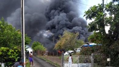 Photo of Spectaculaire incendie dans le garage d'une maison située à Fort-de-France