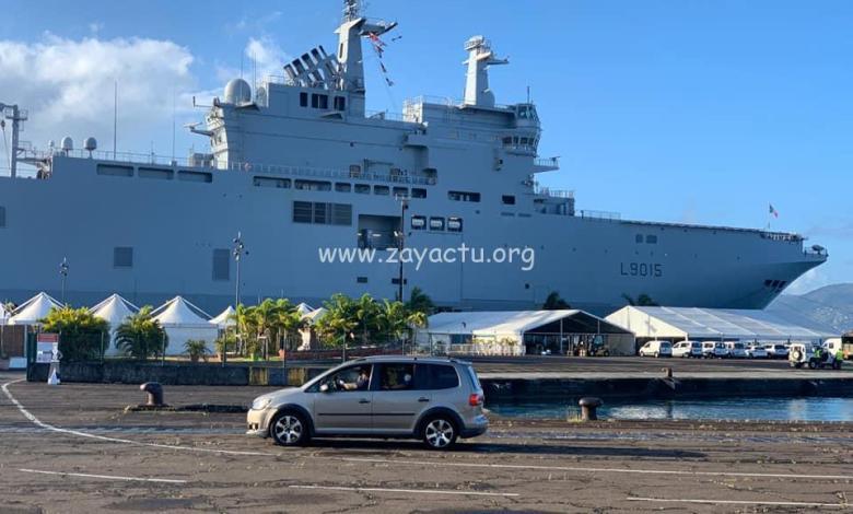 Le porte-hélicoptères le Dixmude en Martinique
