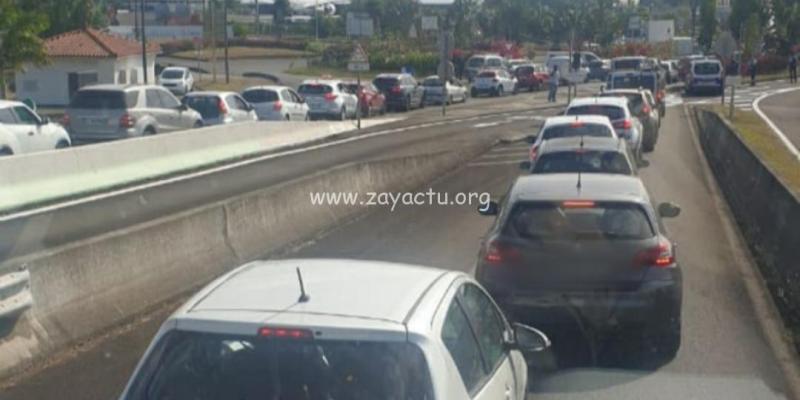 Contrôle routier au rond-point de l'aéroport Aimé-Césaire