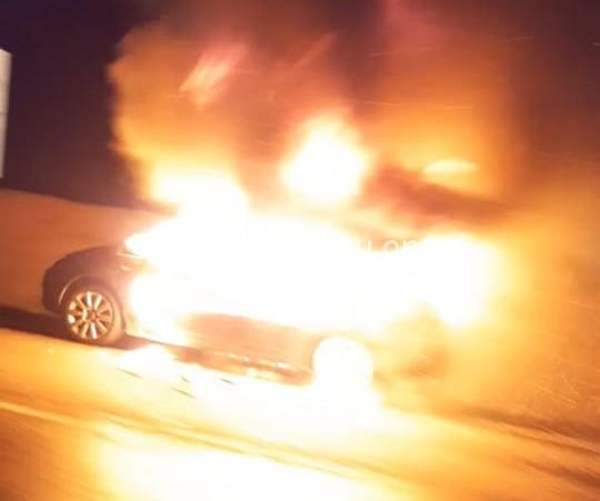 Voiture en flamme au Robert