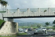 Photo de Spectaculaire accident de la route sous le pont de Carrère en direction de Ducos