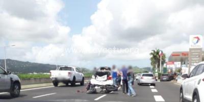 Accident entre une moto et une voiture sur la RN5 près de l'aéroport. Photo : réseaux sociaux.
