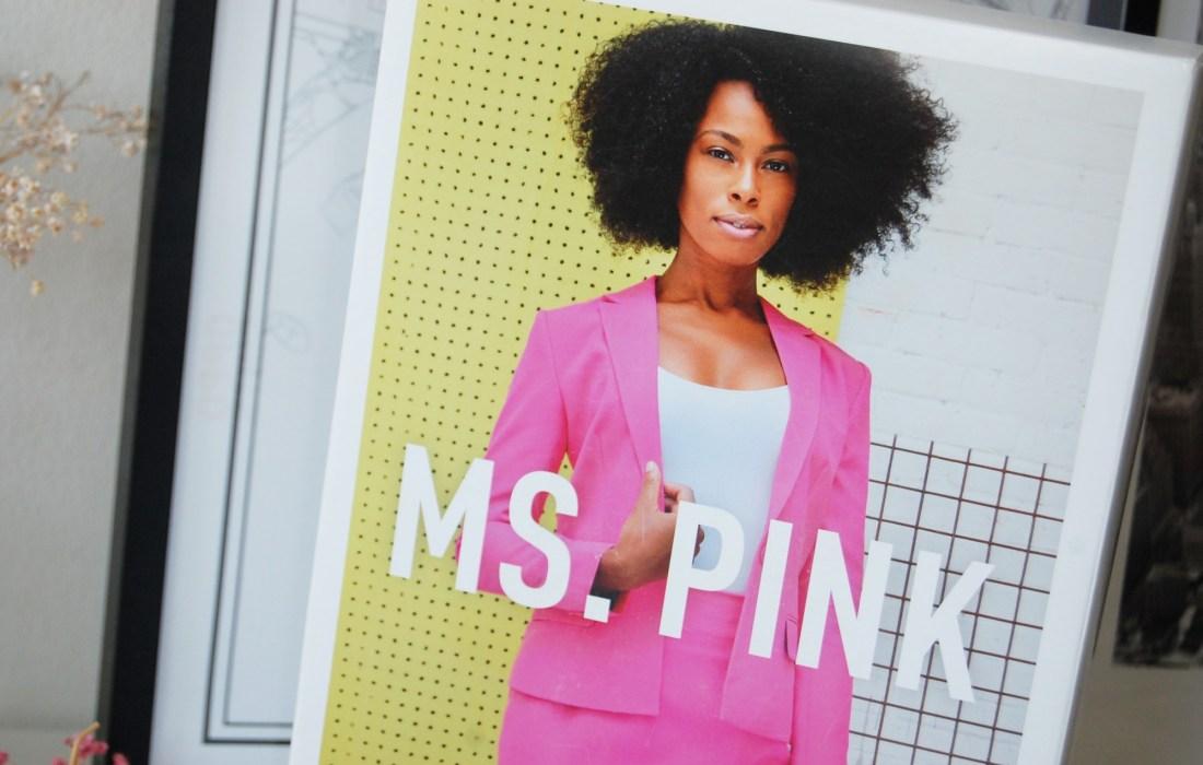 Het vrolijke Ms. Pink zomerpak van OppoSuits