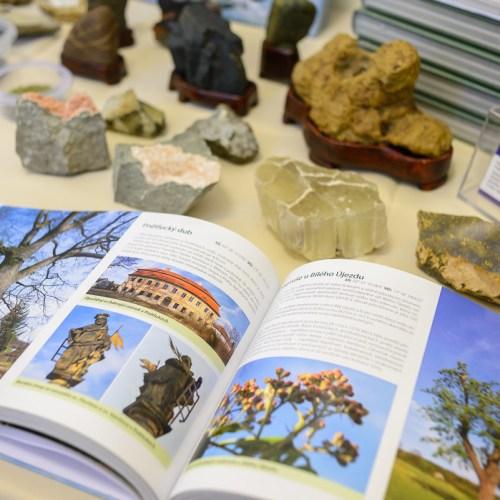 Knihy o Českém středohoří Prodejní stánek v Muzeu města Ústí nad Labem