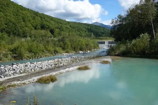 青い池と美瑛川