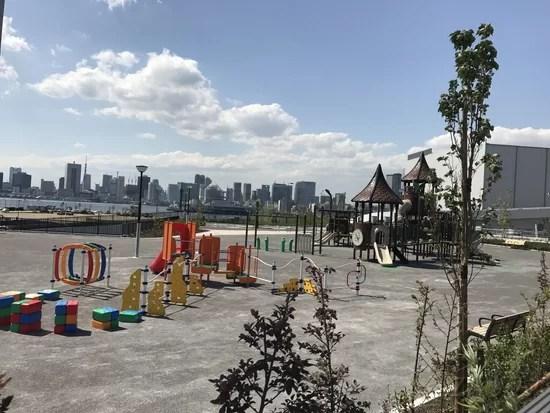 豊洲市場と富士見橋近くの公園