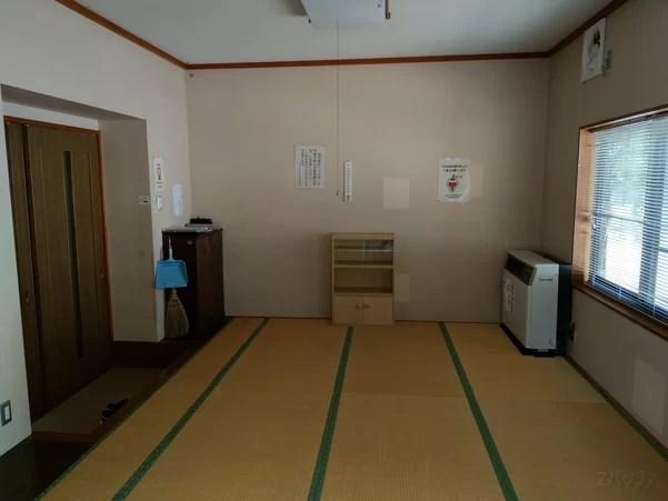 美佐島駅の待合室は畳部屋となっている