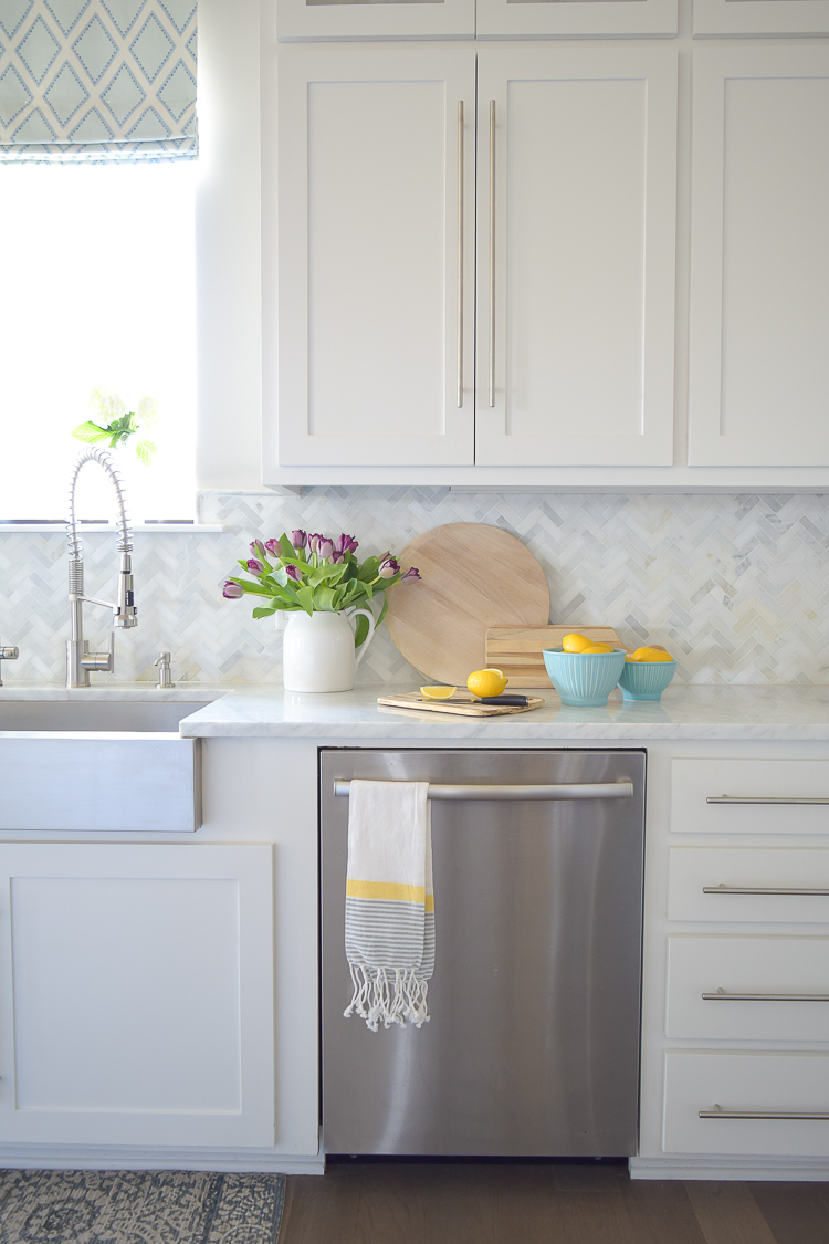 9 Simple Tips for Styling Your Kitchen Counters | ZDesign ... on Kitchen Counter Decor  id=65904