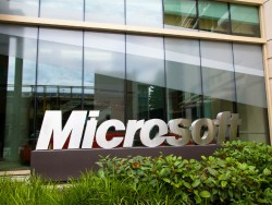 Microsoft sign in front of building 99 of the Redmond campus (image: Microsoft)