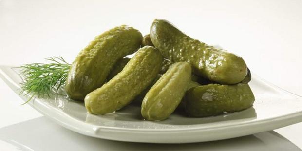IZUZETNO ZDRAVI: Ovo je 5 odličnih razloga da češće jedete kisele krastavce!