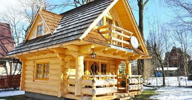 Ova prelijepa drvena kuća ima prizemlje od samo 27m2, ali sasvim dovoljno da bude kao iz BAJKE!