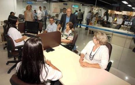O governador Simão Jatene inaugurou na tarde desta sexta-feira (2) a Estação Cidadania de Marabá, que foi instalada em um shopping do município, com atendimento de 17 órgãos, e serviços como emissão de documentos, cadastro para emprego, correios, atendimento bancário, assistência médica ao servidor público, solicitação de vistoria técnica do Corpo de Bombeiros e infocentro do programa Navegapará.  FOTO: ANTONIO SILVA/ AG. PARÁ DATA: 02.05.14 MARABÁ-PARÁ