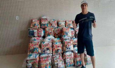 Goleiro do Remo, Vinícius, realiza doação de cestas básicas para o sindicato dos atletas
