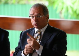 Para acalmar mercado, Guedes minimiza impasse para sancionar Orçamento