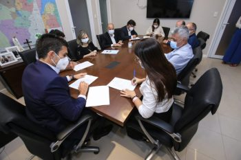 Prefeita de Canaã assina convênio para reforma de escolas estaduais