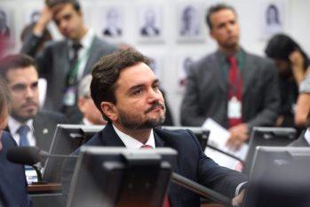 """Deputado Celso Sabino se esquiva do """"tiroteio"""" no meio da escolha das regras de prévias tucanas"""
