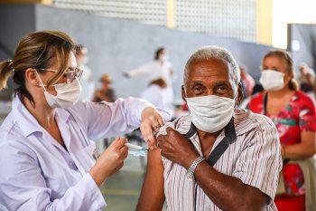 Covid-19: Marabá começa a aplicar terceira dose da vacina em idosos com mais de 70 anos